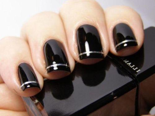 Серебристые полосочки по краям ногтей