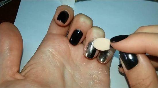 Нанесение втирки для ногтей