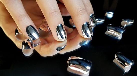Темно-серый маникюр