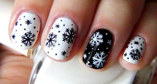 Маникюр со снежинками