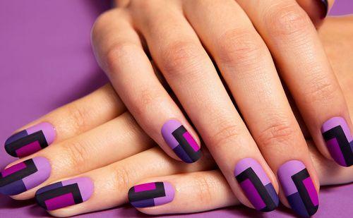 Шикарный матовый маникюр в фиолетовом цвете