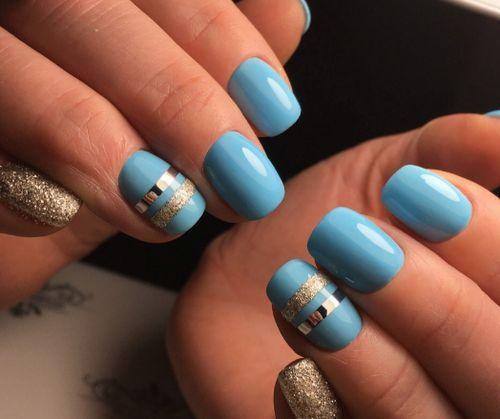 Стильный голубой маникюр с фольгой и блестками