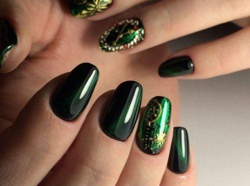 Гель-лак Oniq в темно-зеленом оттенке
