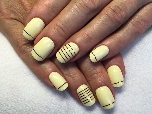 Дизайн ногтей желтым гель лаком с полосками
