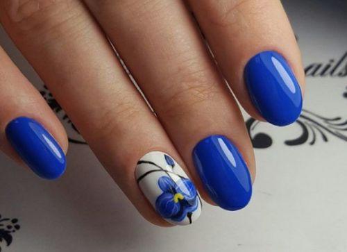 Маникюр белый и синий