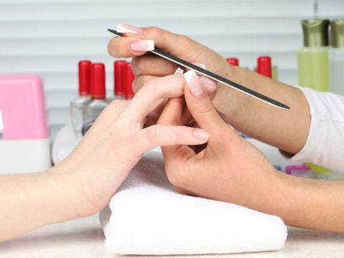 Отпиливание ногтей пилкой