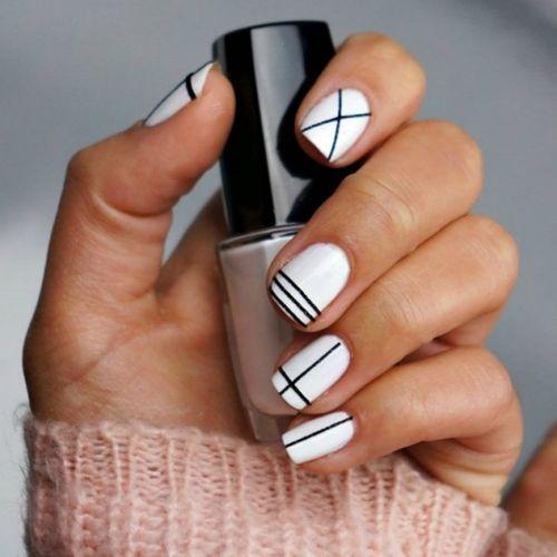 Маникюр с элементами геометрии на короткие ногти