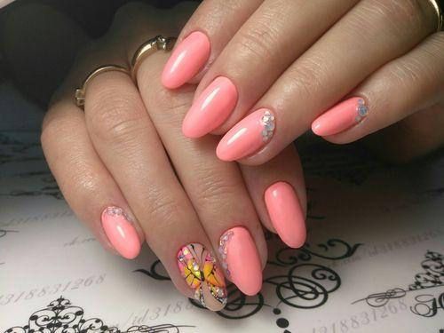 Маникюр на длинные ногти миндалевидной формы в розовом цвете